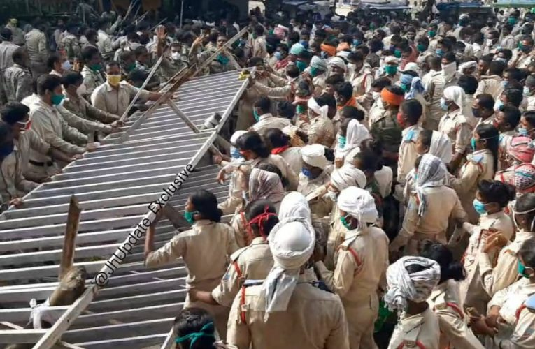 Jharkhand Police And Agitating Assistant Police Clash Outside Morabadi Maidan; Both Sides Suffer Casualties.