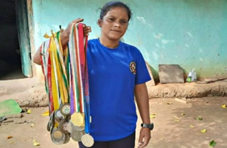 Worsening Economic Conditions Make National Karate Gold Medalist From Ranchi Sell 'Hadiya' For A Living.