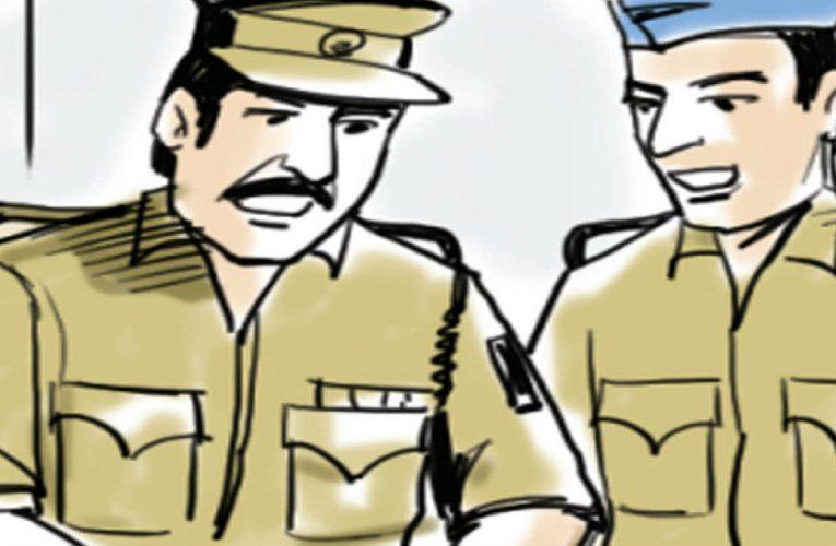 रांची में पुलिसकर्मी खुद दिखे बिना मास्क पहने, दो गज दूरी का भी उलंघन