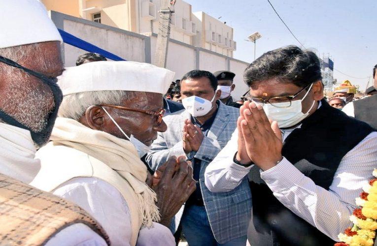 महात्मा गांधी की पुण्यतिथि पर टाना भगतों को सीएम ने दी बड़ी सौगात..