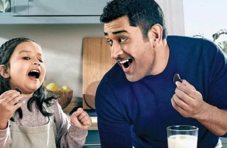 पापा धोनी के साथ टीवी विज्ञापन में जल्द नज़र आएंगी नन्हीं जीवा धोनी..