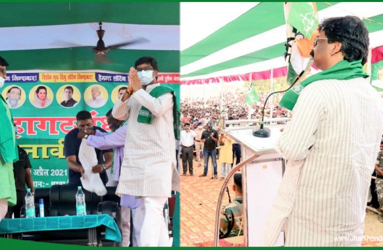 मधुपुर के मैदान में कूदे मुख्यमंत्री, बीजेपी ने जिला प्रशासन के खिलाफ की शिकायत..
