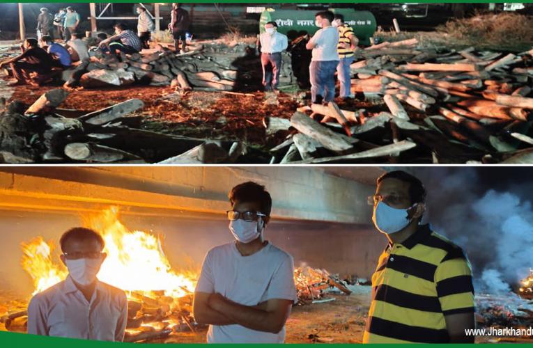 देर रात तक घाघरा घाट में जलाए गए 52 शव, श्मशान  घाट में भारी भीड़..