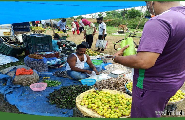 सब्जी बाजारों में संक्रमण का खतरा, बिना मास्क होती खरीदारी..