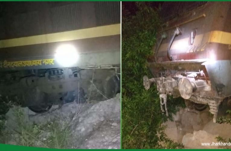 सिमडेगा में झारसुगुड़ा पैसेंजर हुई दुर्घटनाग्रस्त, ट्रेन का इंजन नदी में गिरा..