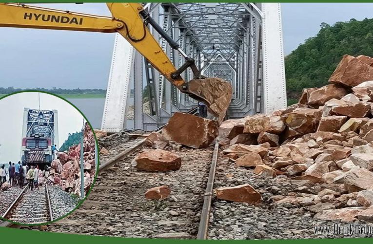 झारखंड में रेल हादसा होने से टला, 6 घंटे तक बाधित रहा रेलवे ट्रैक..