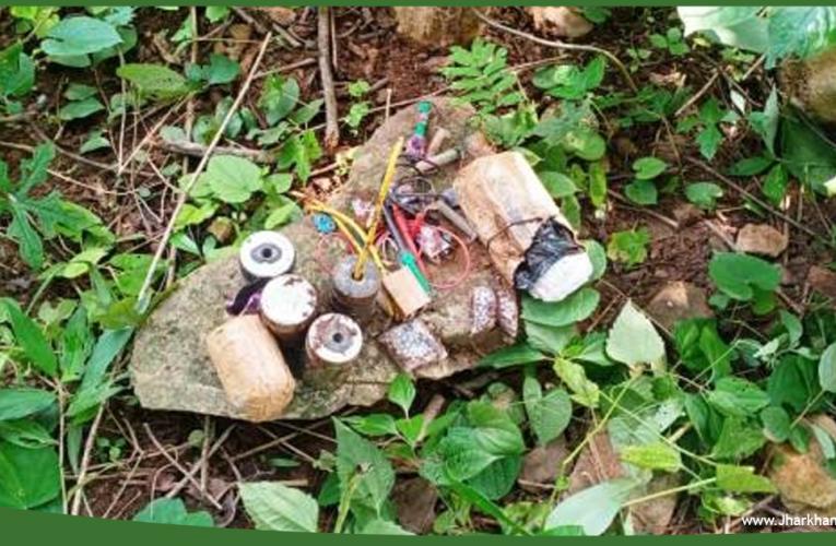 सुरक्षाबलों ने माओवादियों द्वारा लगाए गए डोंगेबेड़ा जंगल पहाड़ी क्षेत्र से 4 आइईडी केन बम बरामद कर नष्ट किया..