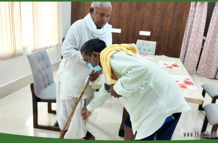 10 महीने बाद हुई रांची में पिता-पुत्र की मुलाकात, पिता को देख भावुक हो उठे शिक्षा मंत्री जगरनाथ महतो..