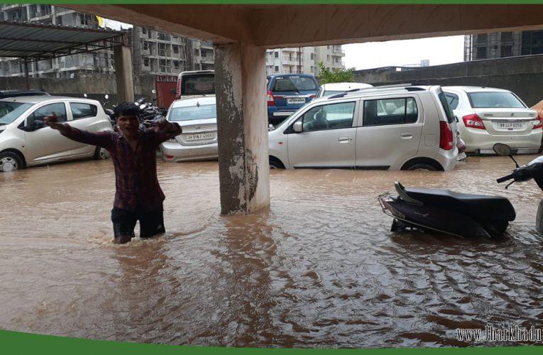 झारखंड में तेज बारिश से जनजीवन प्रभावित; कई ट्रेनें रद्द, तीन की मौत..