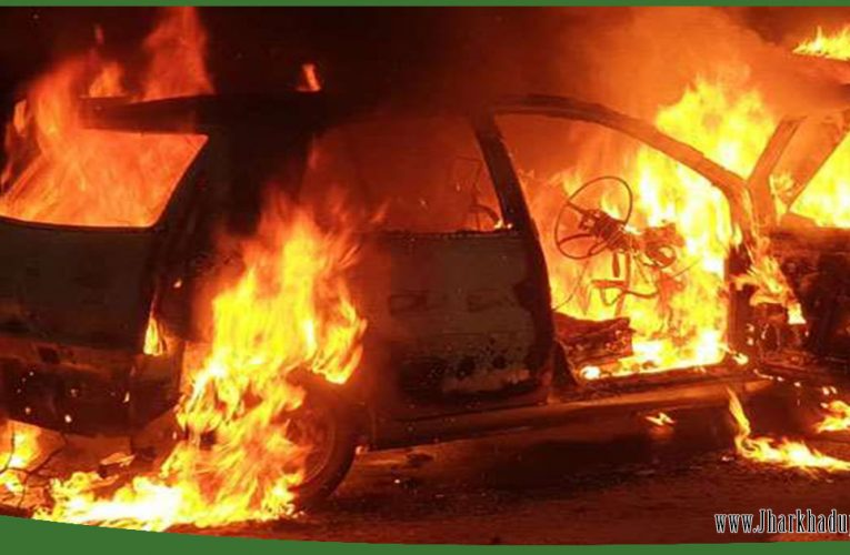 रांची के कोकर में चलती कार में लगी आग..