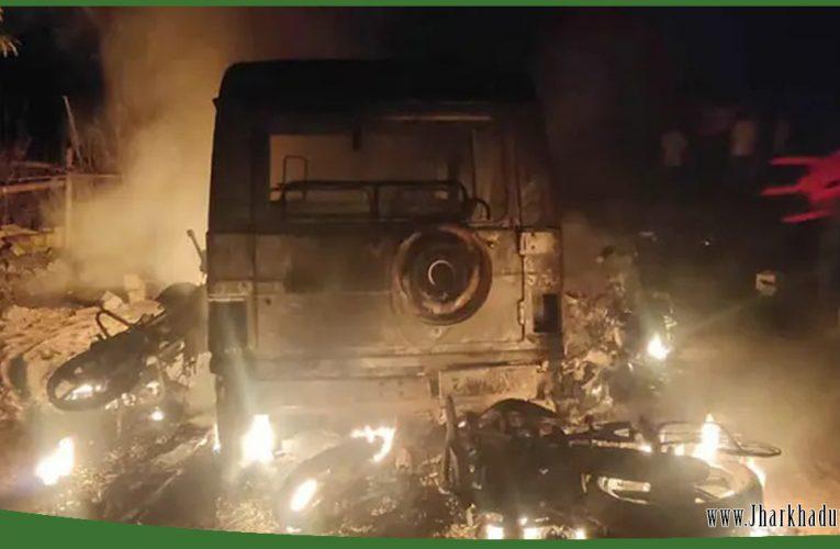 गुमला में फुटबॉल मैच के दौरान दो गुटों में बवाल, कई वाहनों को फूंका..