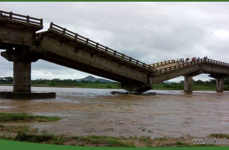 रांची के कांची नदी पर बना पुल ध्वस्त..