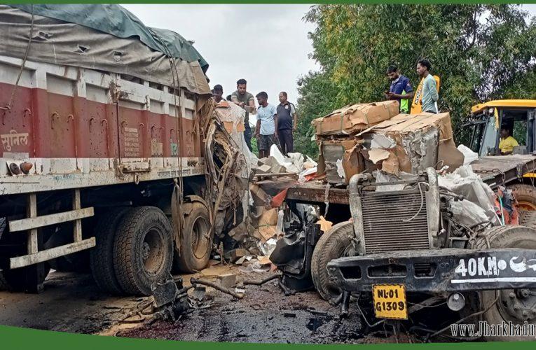 रफ्तार का कहर! दो ट्रकों की आमने-सामने भिड़ंत, चालकों की मौत..