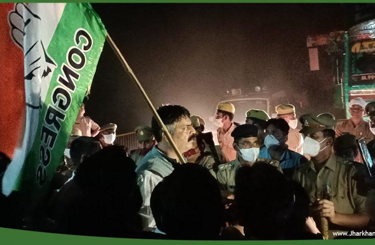 झारखंड के कांग्रेसी नेताओं को UP पुलिस ने बॉर्डर पर रोका, पांच घंटे सड़क जाम, फिर वापस लौटे..