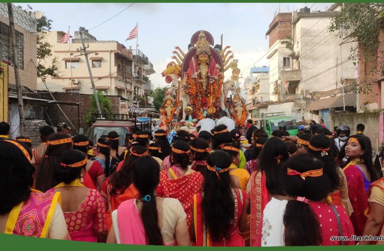 दुर्गोत्सव : नम आंखों से दी गई मां दुर्गा की विदाई..